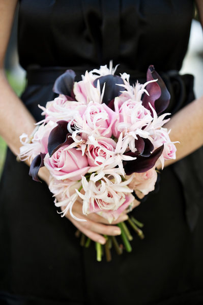 Wedding Details - Black Lily with pink bridal bouquet