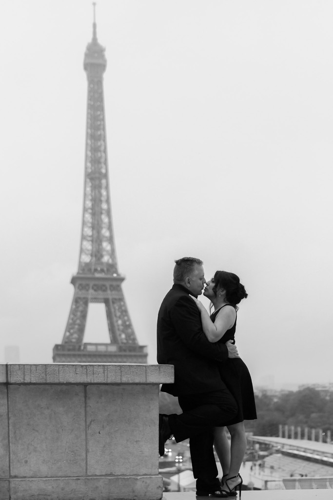 Couples Portrait Eiffel Tower Paris France