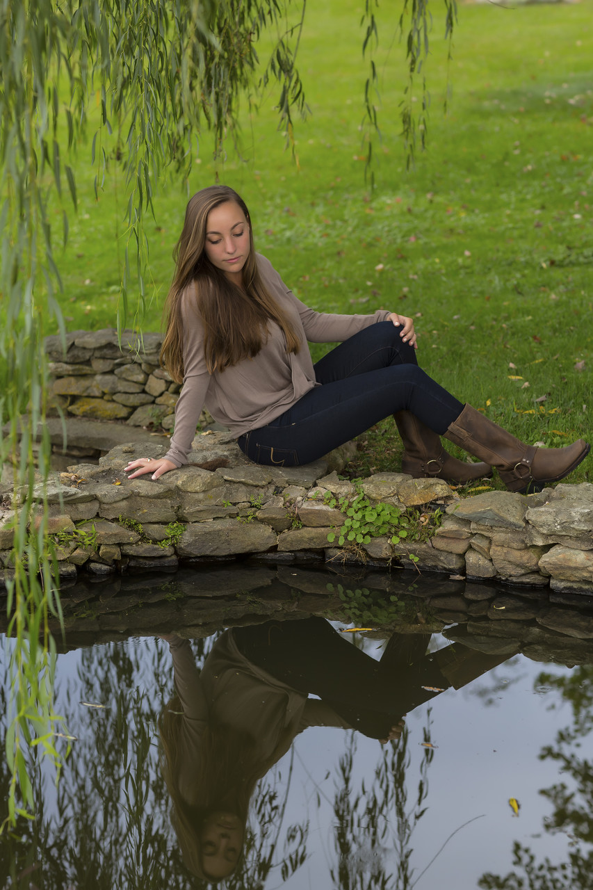 Girls Senior Portrait in Middleburg at reflecting pond.