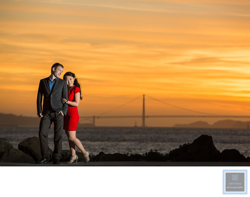 Golden Dusk Photographer Engagement Golden Gate Bridge