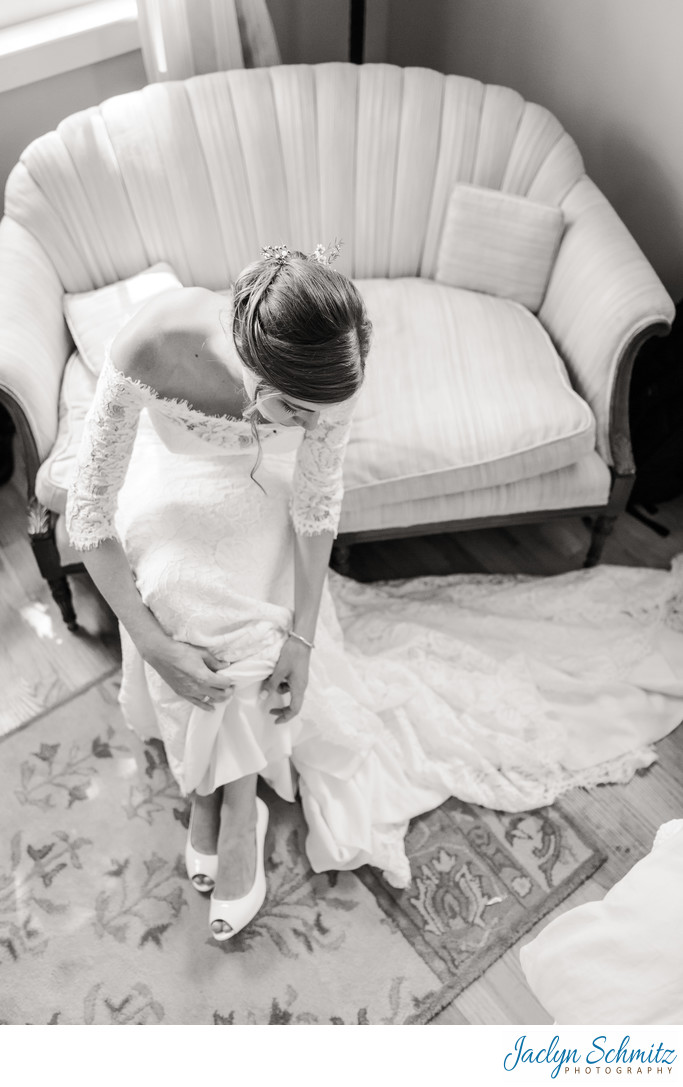 Classic bridal portrait during getting ready