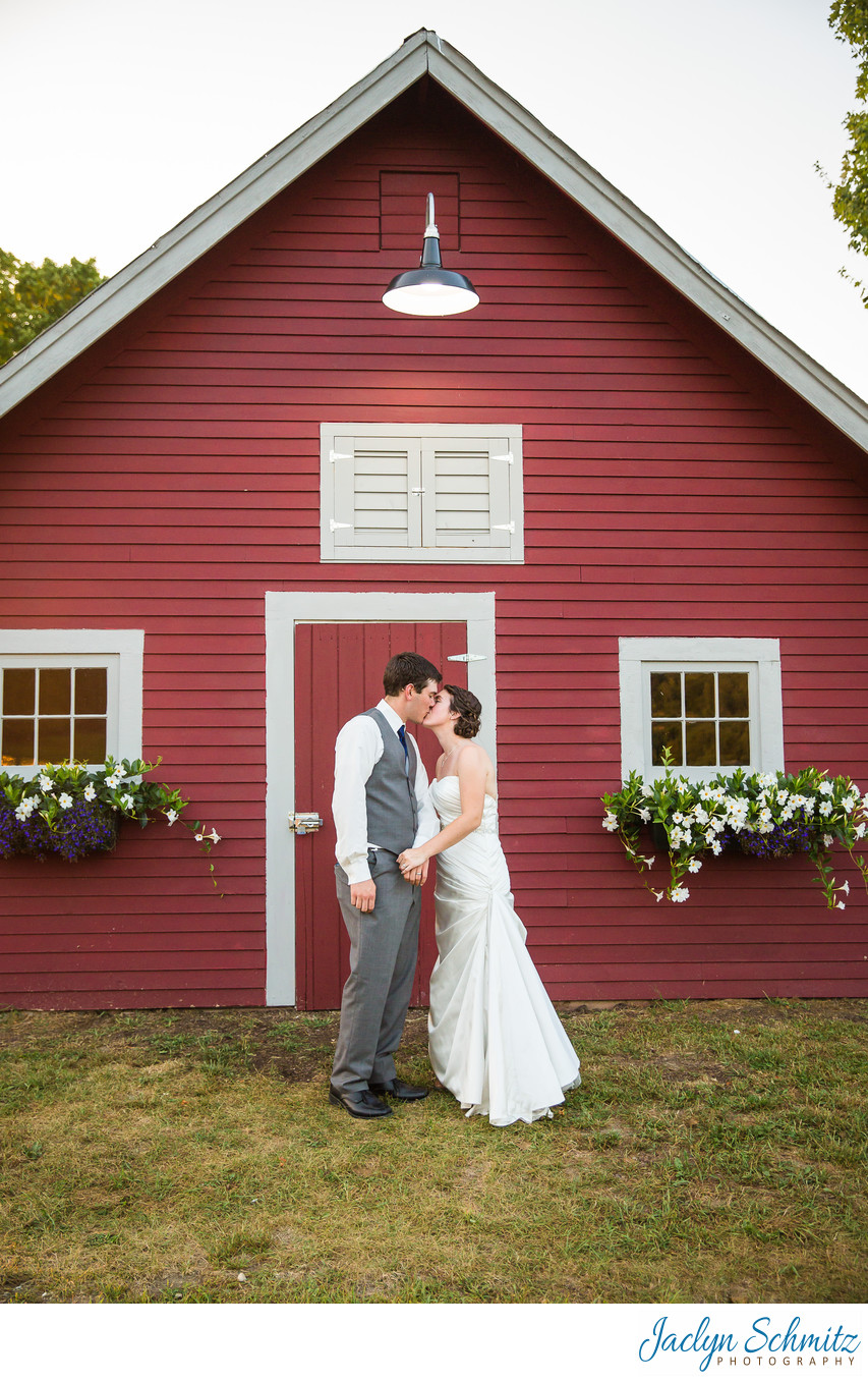 Cute little red barn wedding VT
