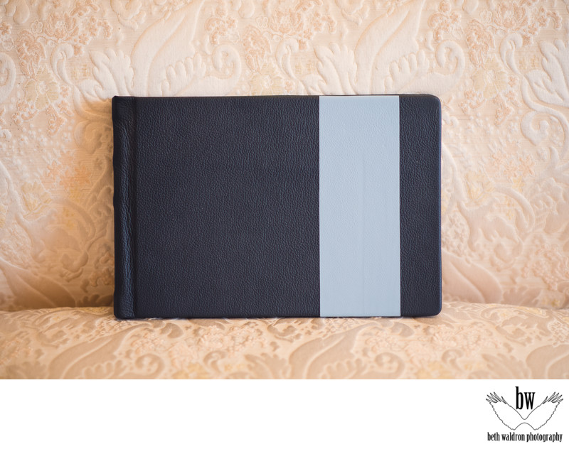 Two tone details on wedding albums