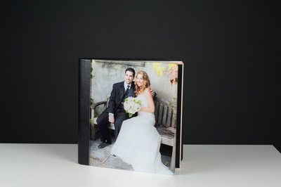 PHOTO IN THE COVER OF THE WEDDING ALBUM WITH BLACK LEATHER
