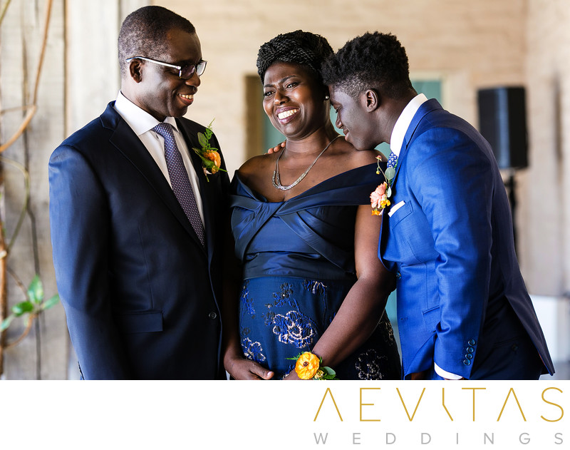 Special family moment between groom and parents