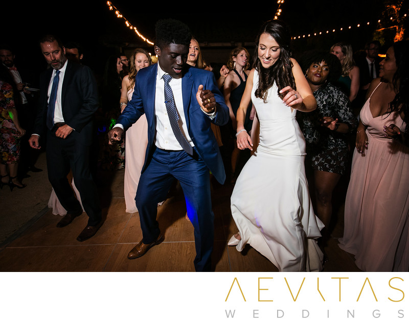 Couple perform synchronized dance at reception