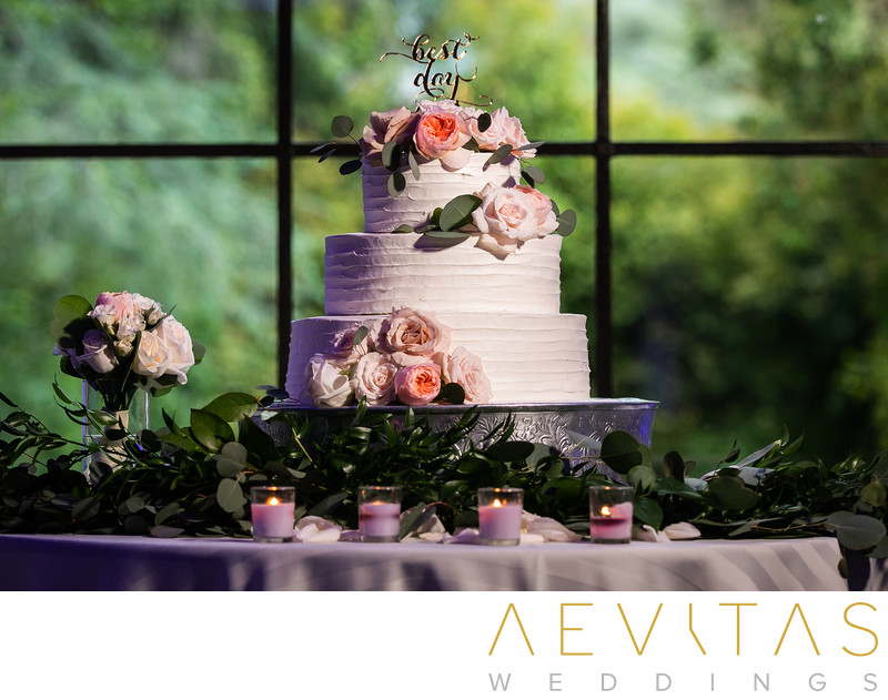 Multi-tiered wedding cake at Villa Del Sol D'Oro