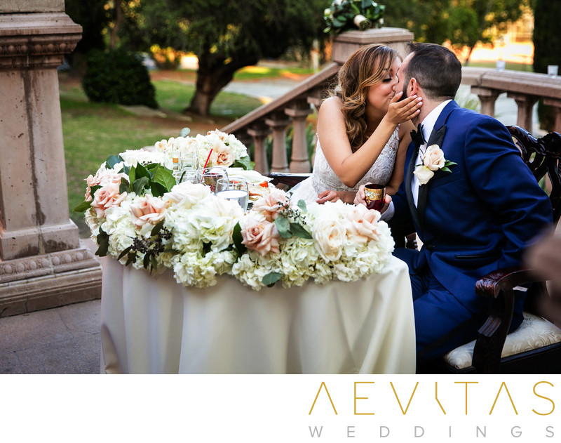 Couple kiss sweetheart table Villa Del Sol D'Oro