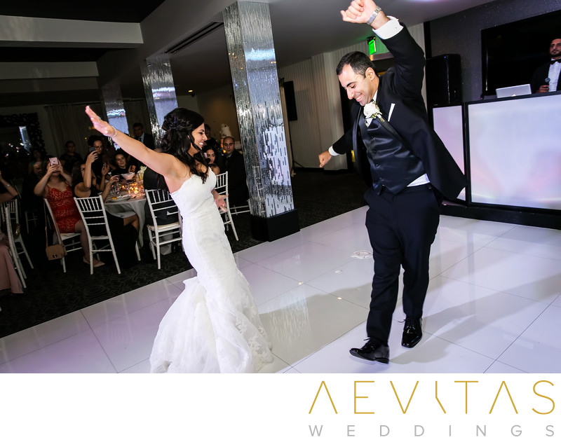 Action shot of couple dancing at Glendale reception