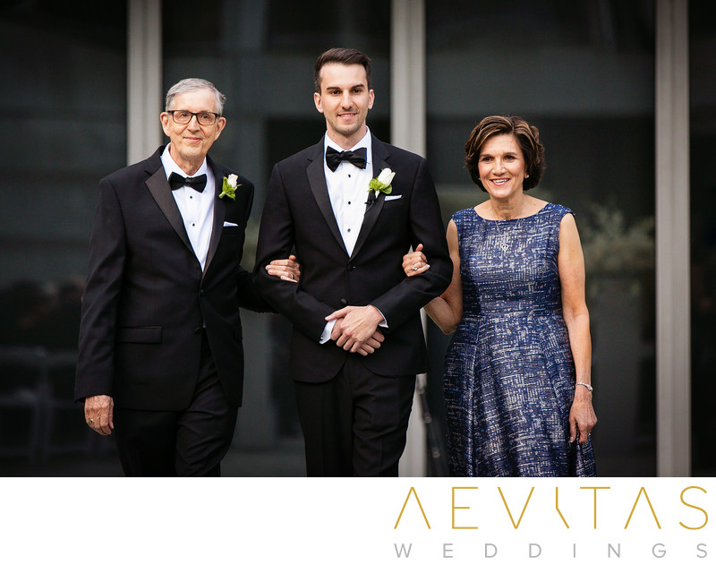 Groom arrives with parents at Skirball Cultural Center