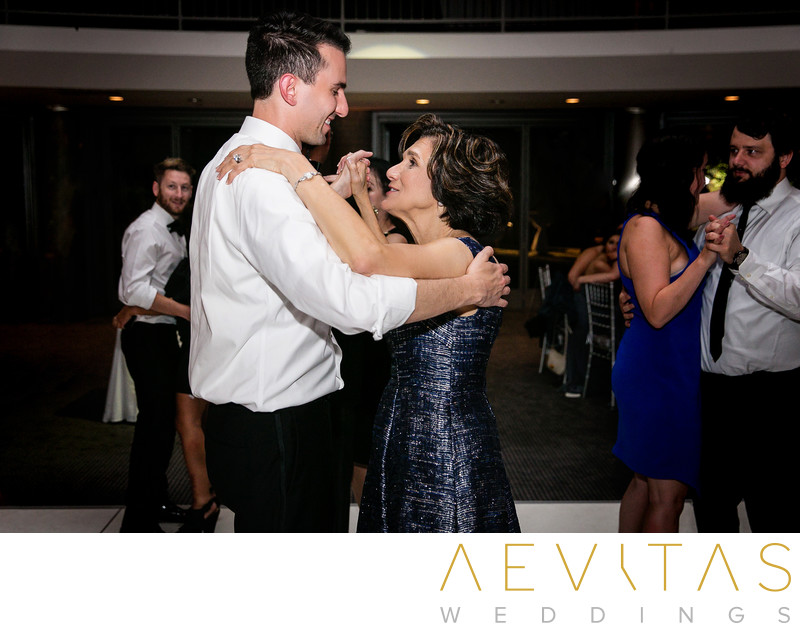 Mother-son dance at Skirball Cultural Center wedding
