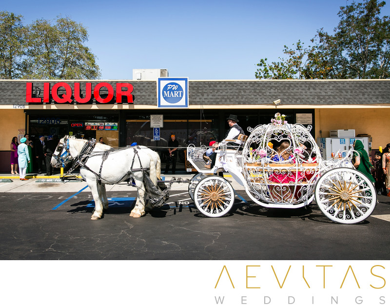 Horse and carriage outside liquor store in San Diego