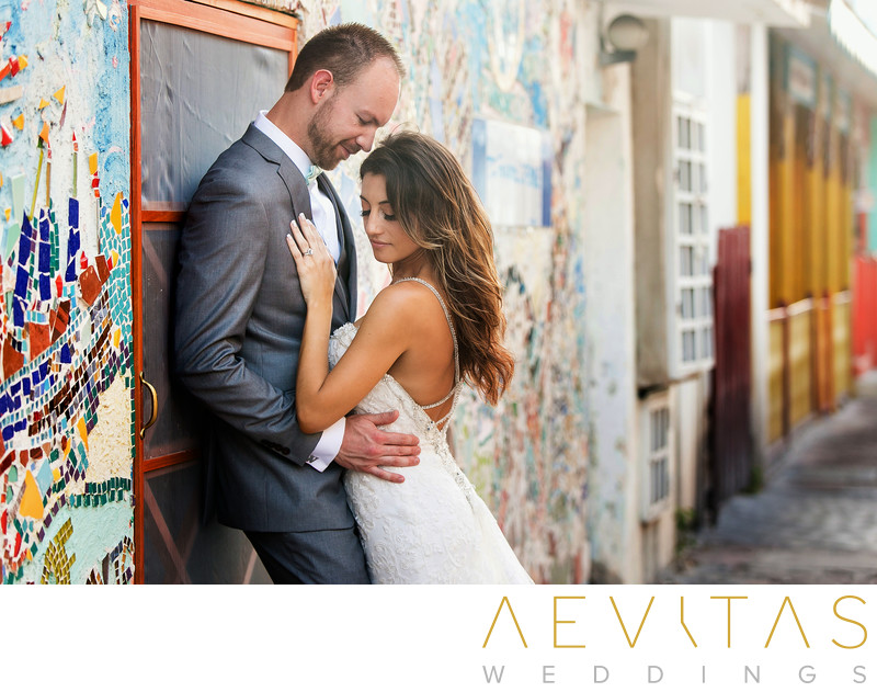 Couple portrait with mosaic wall in Cancun, Mexico