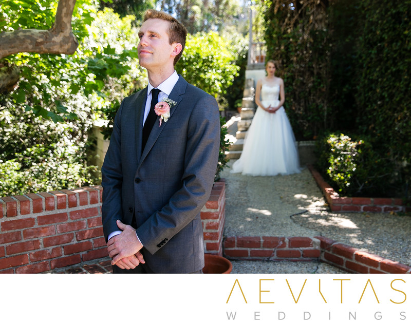 Groom waits for bride Palos Verdes Estates first look