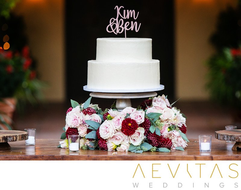 Double-tiered wedding cake at Kenwood reception