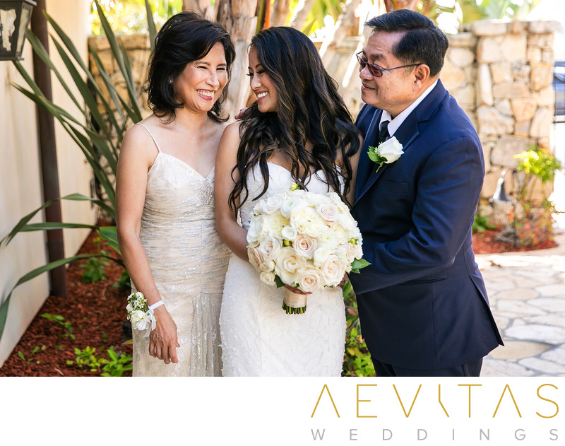 Bride portrait with parents at Trump National Golf Club