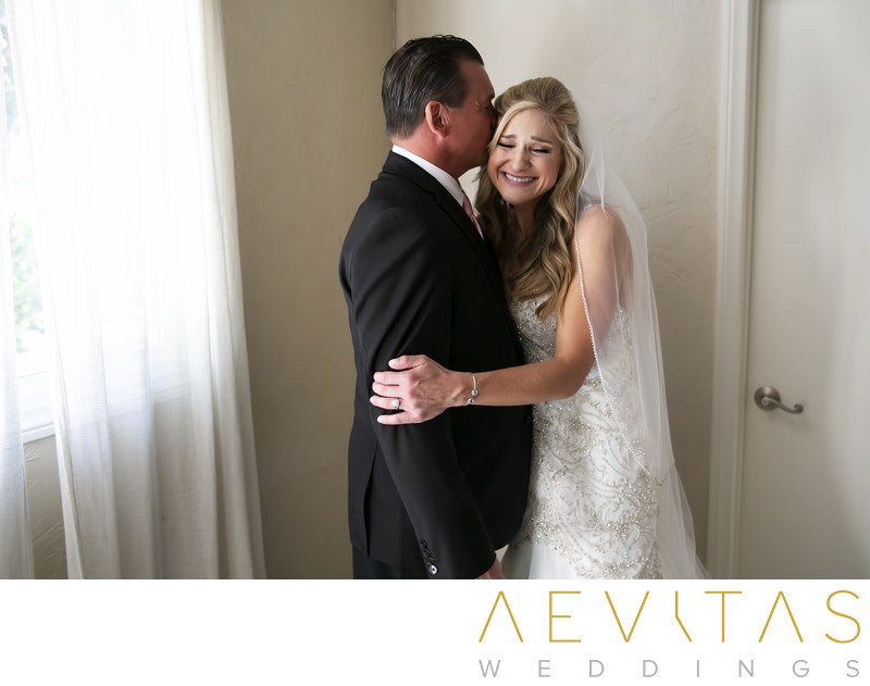 Bride embraces dad father-daughter first look session
