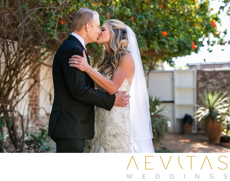 Couple kiss Casino San Clemente first look session