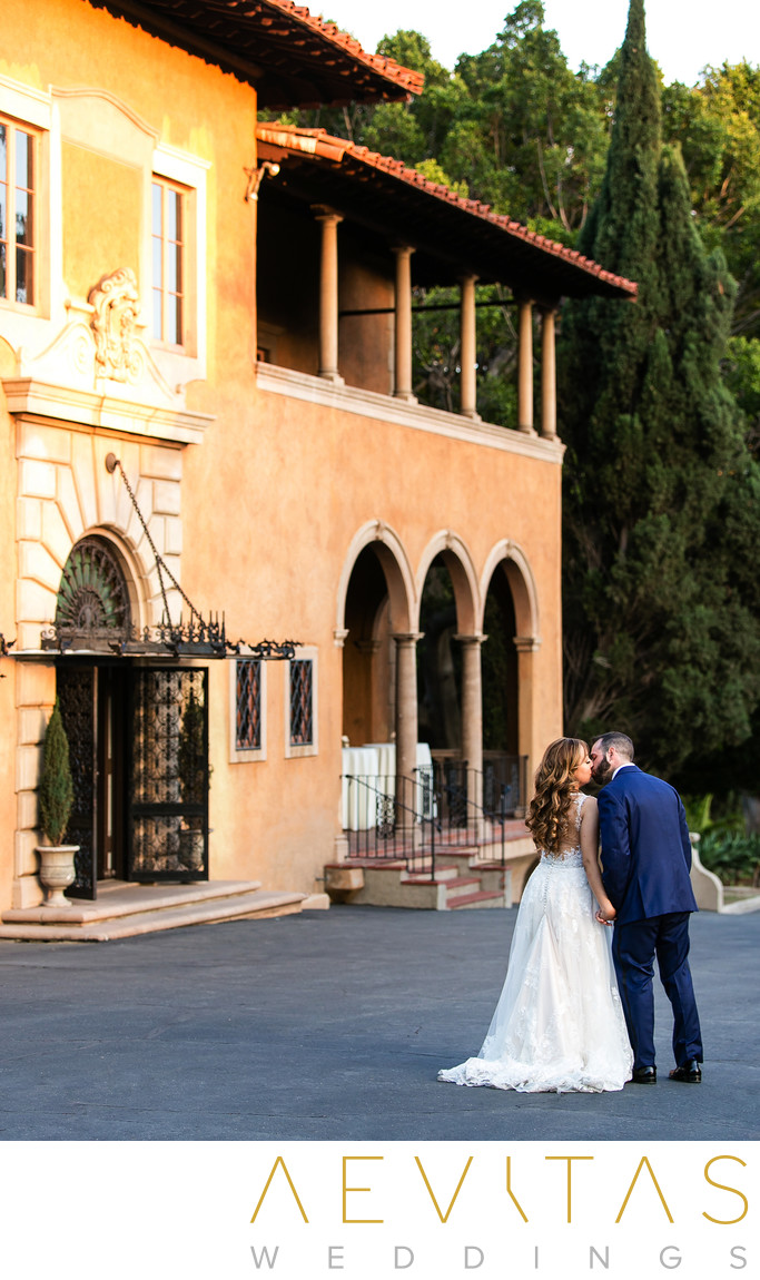 Couple portrait with Villa Del Sol D'Oro architecture