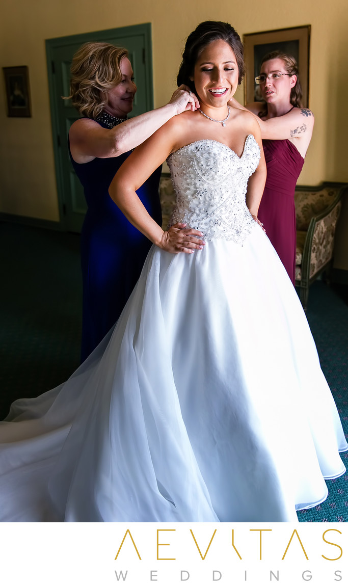 Bride getting ready with mom and sister at The Ebell LA