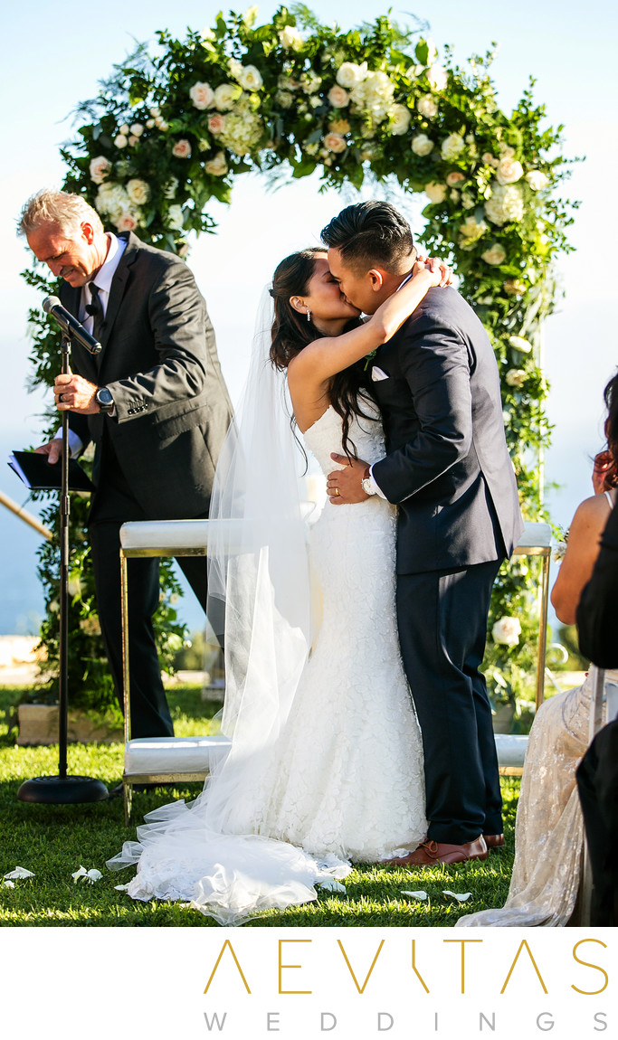 Couple kiss at Trump National Golf Club wedding