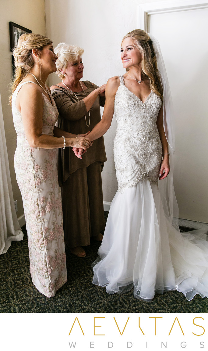 Bride with mom and grandma at San Clemente wedding