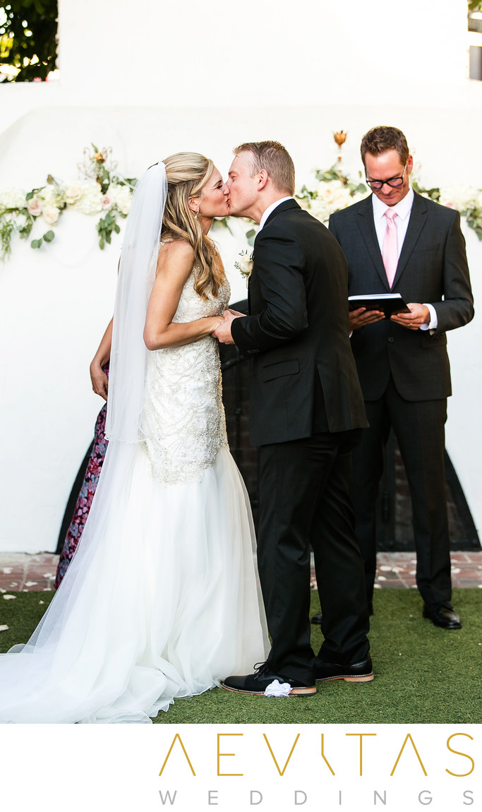 Couple kiss at Casino San Clemente wedding ceremony
