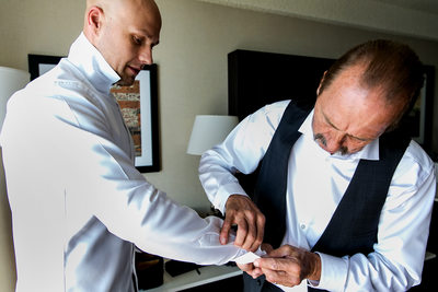 Father helps groom with cufflinks at Sacramento wedding