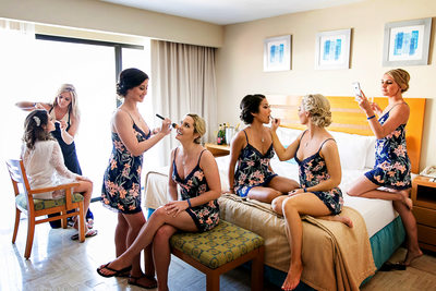 Bride and bridesmaids getting ready in Cancun hotel