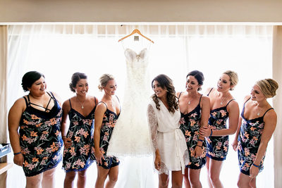 Bride and bridesmaids with wedding dress in Cancun