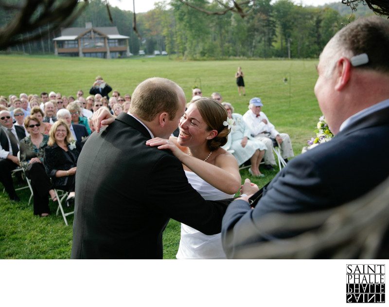 Mountain Top Inn Wedding Ceremony Kiss Meadow Outdoors