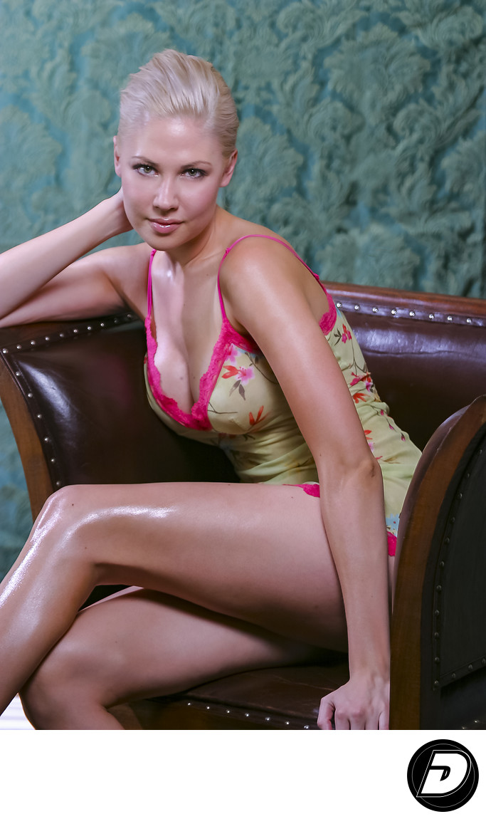 beauty_blonde_brown_chair
