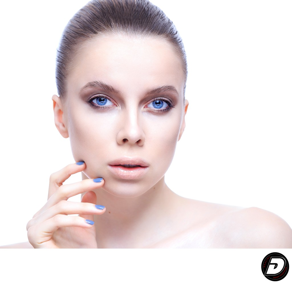 clean-natural-beauty-white-girl-blue-eyes-blue-finger-nails