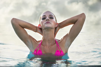 swimsuit-model-Infinity-pool-resort-world-bimini-bahamas