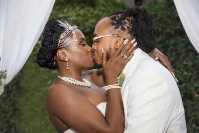 Schomburg Wedding  Kiss