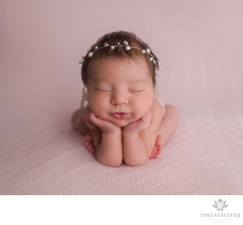 Philadelphia Newborn Photographer Baby Anna Froggy Pose
