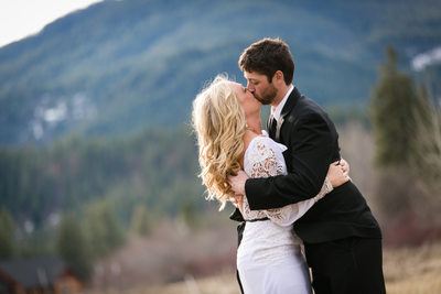 Wedding Photographers for Mountain Springs Lodge | Leavenworth