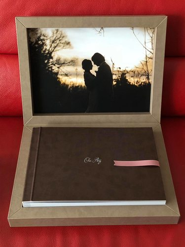 ​Brown leather wedding album with custom box made in Italy​.