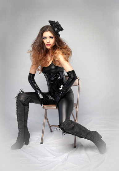 Fashion Flare Portrait in Black Latex | 1 | Savannah