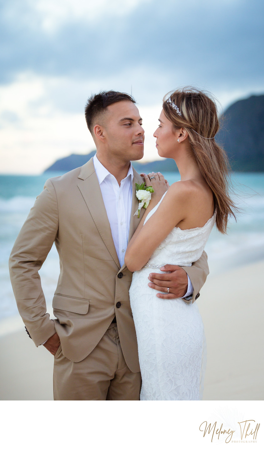 Wedding couple, eloping on Bellows Beach