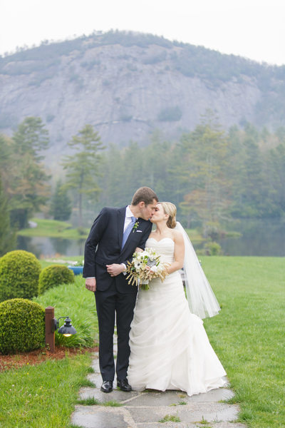 Rainy Outdoor Wedding Photos