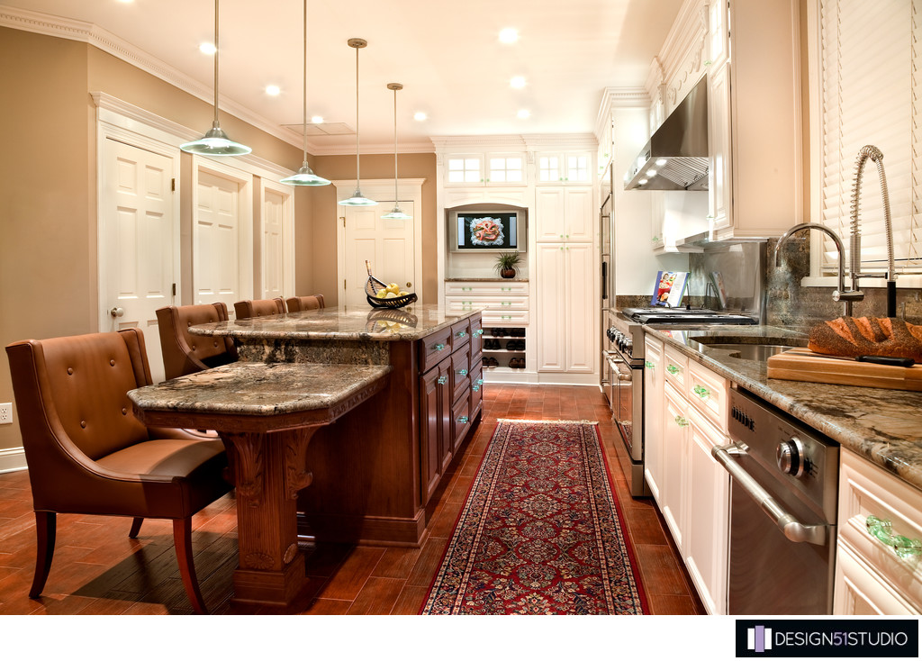 TRADITIONAL EPPING FOREST KITCHEN - TV & PANTRY PERSPECTIVE - HOLLY ...