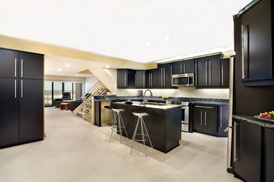 CONTEMPORARY OCEANFRONT KITCHEN - WITH ISLAND SEATING - HOLLY WIEGMANN - DESIGN 51 STUDIO
