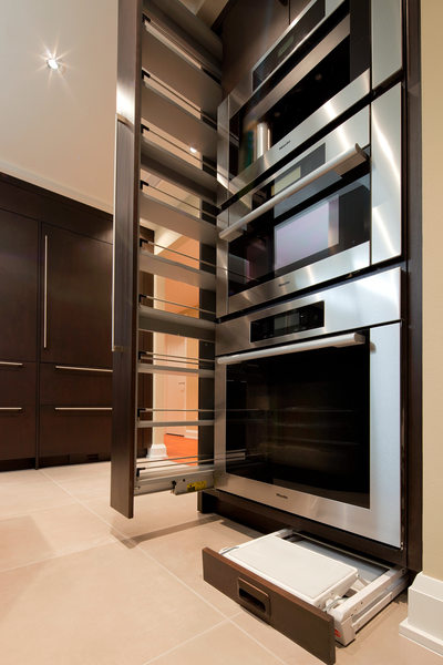 MODERN RIVERSIDE CONDO KITCHEN - TALL PULL-OUT & TOE KICK STEP STOOL - HOLLY WIEGMANN - DESIGN 51 STUDIO