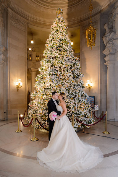 Christmas tree kiss at San Francisco City Hall