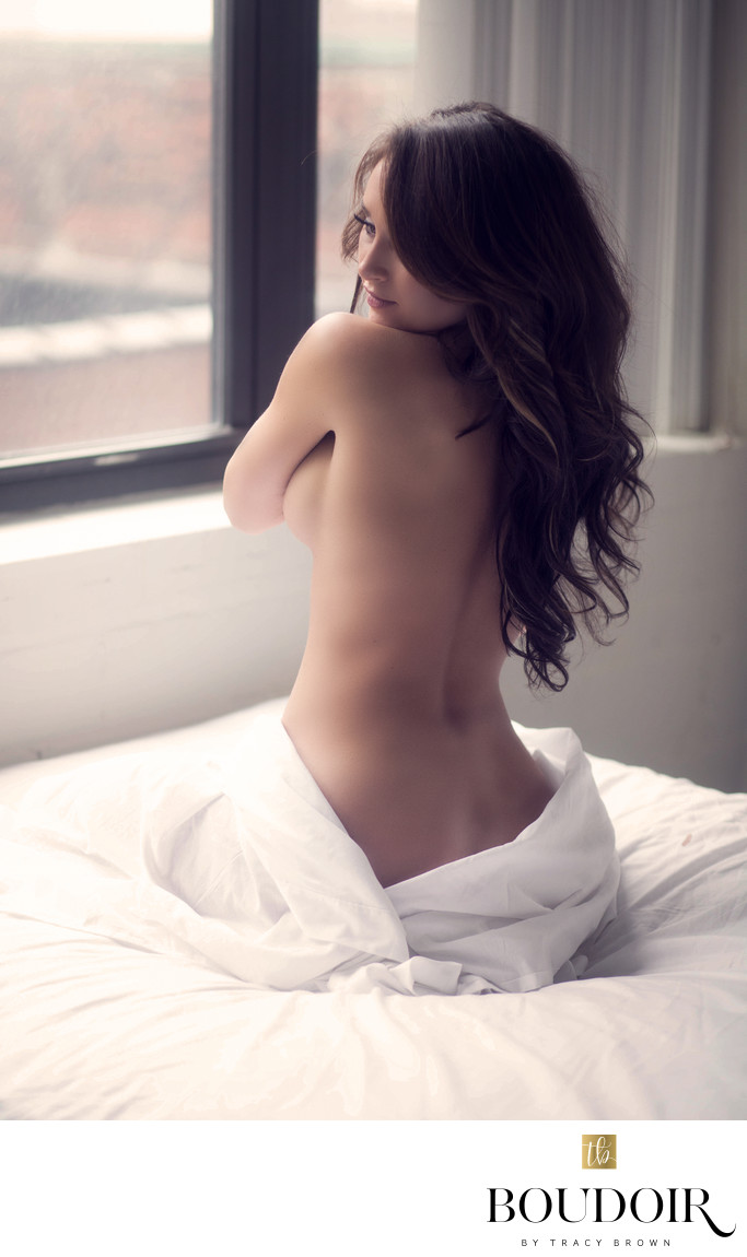 white sheets//long hair//stl//boudoir by tracy lynn