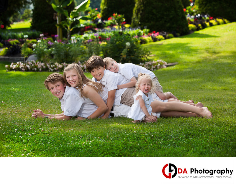 Children Photographer for Siblings at Gairloch Gardens