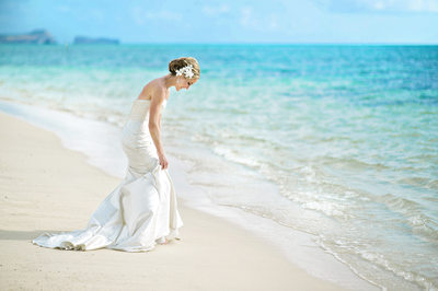 Best Destination Wedding Photographer for Beach Venues in Oahu Hawaii
