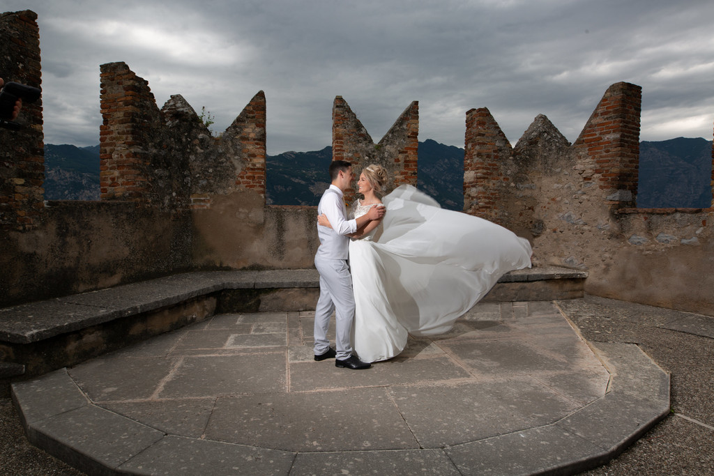Emma and Darren chose a breezy day to marry in Italy.