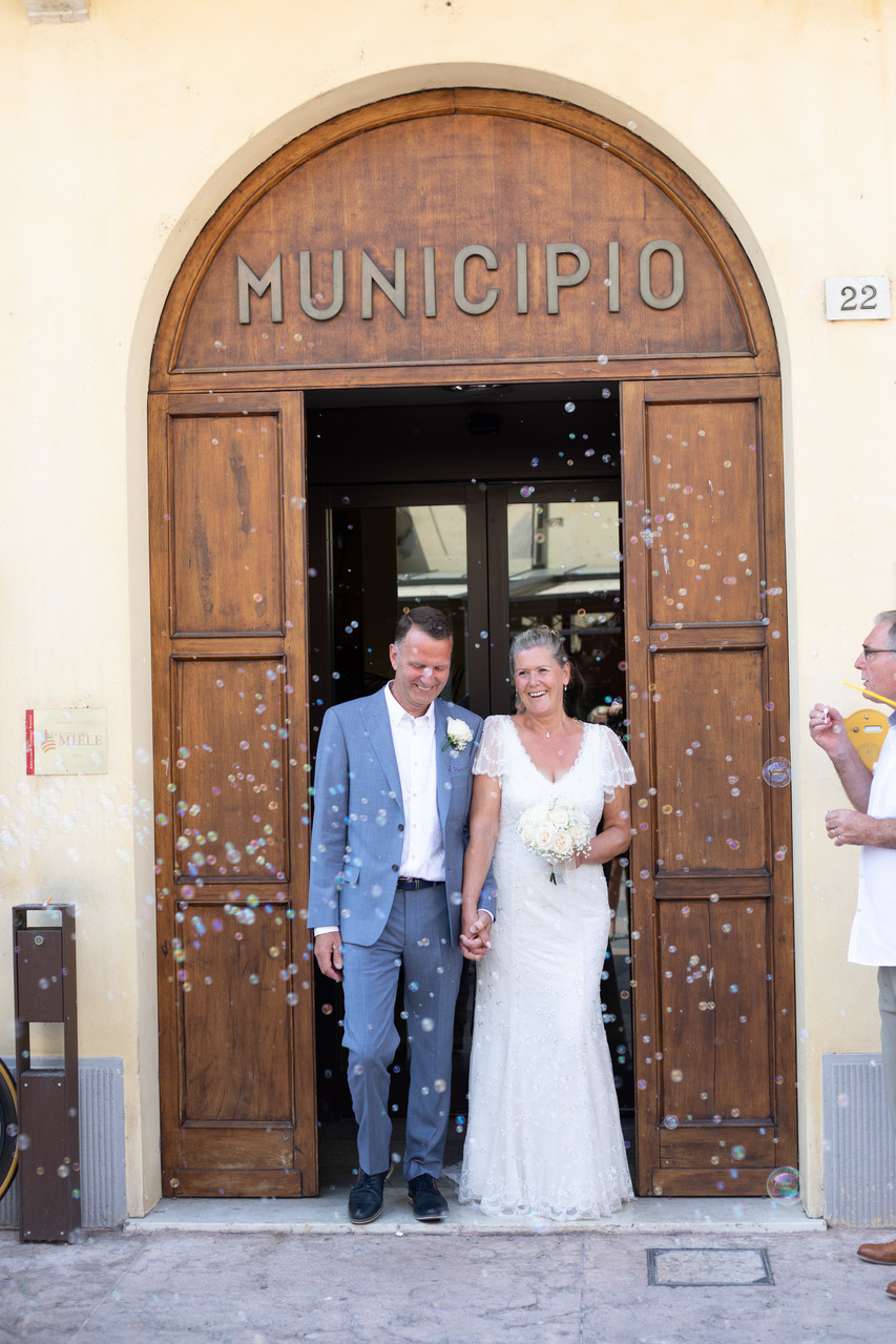 Bridal & Couple Leaving Lazise town hall to bubbles